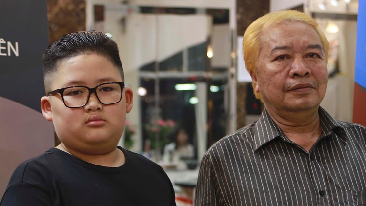 Kim or Trump? Hanoi barber offers leaders' hairdos for free