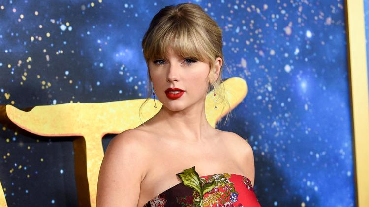 Taylor Swift reveals her mom was diagnosed with a brain tumor