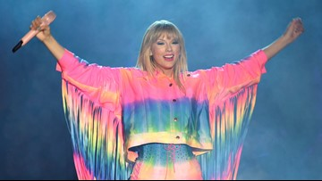 Taylor Swift can play old hits at AMAs after dispute with music group