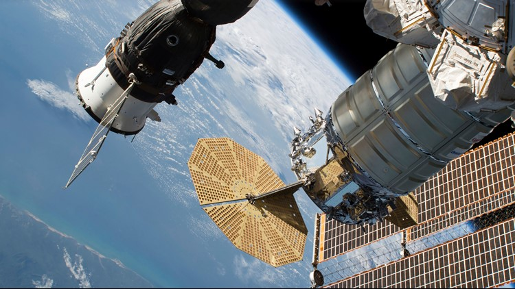 Leak at international space station caused by human hand for Space station usa
