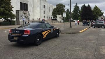 Militia threat shuts down Saturday Oregon Senate session amid walkout