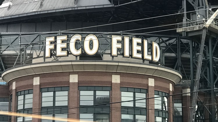 Timelapse: Crews remove Safeco Field sign from T-Mobile Park