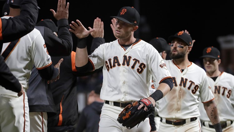 Panik's double caps 3-run 8th as Giants rally past Cubs 5-4
