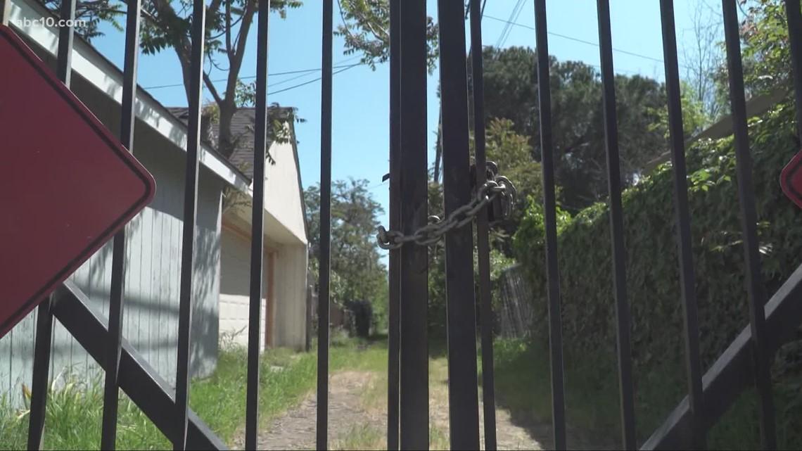 Sacramento City Council voting to extend closures of Oak Park alleyways to prevent crime