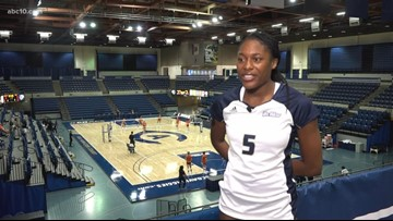UC Davis volleyball player returns to the court after beating cancer
