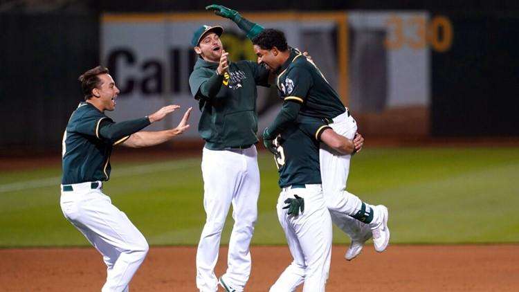 Andrus hits walk-off single in 9th, A's edge Royals 4-3