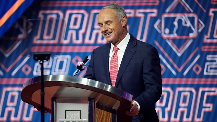 Manfred: A's fate in Oakland to be decided in coming months