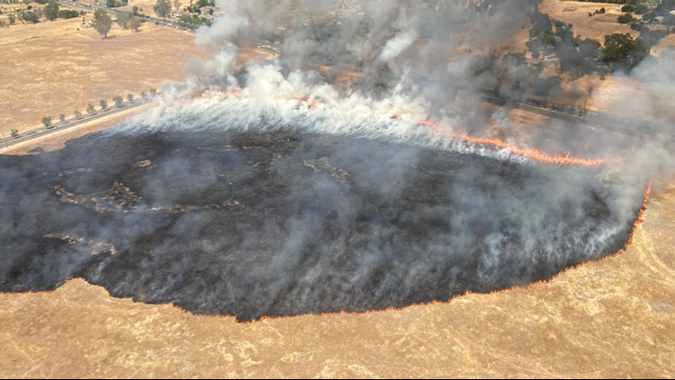 Crews douse grass fire that ignited southeast of Sacramento