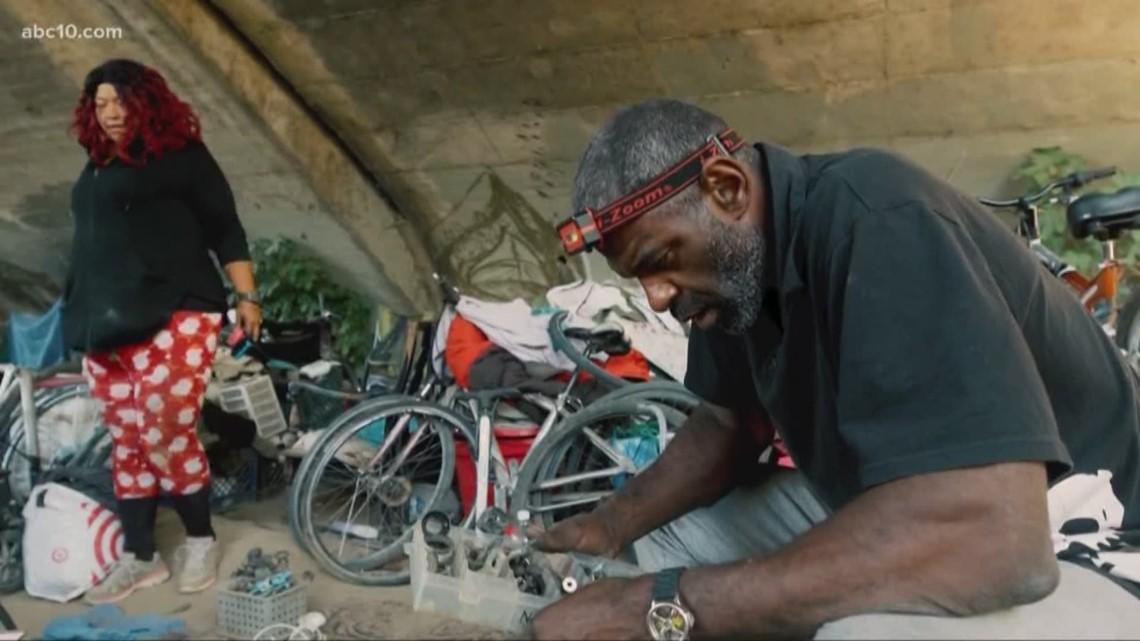Sacramento bans homeless camps near river levees, public buildings