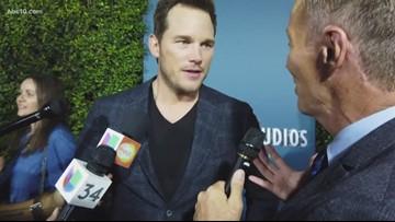 Chris Pratt tells riders what to expect on 'Jurassic World the Ride'