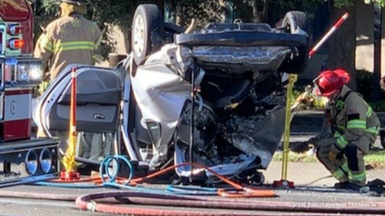 3 vehicle crash in Carmichael leaves one dead and two injured