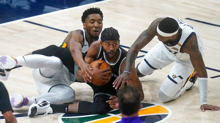 Jazz beat Kings 128-112, extend home winning streak to 24