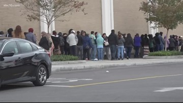 Holiday shoppers line up early for door busters, Black Friday