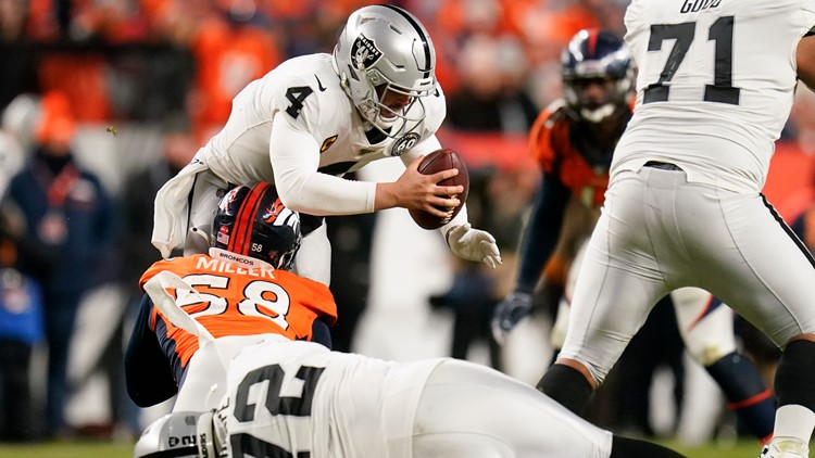 Broncos beat Raiders 16-15 to keep rival from playoffs