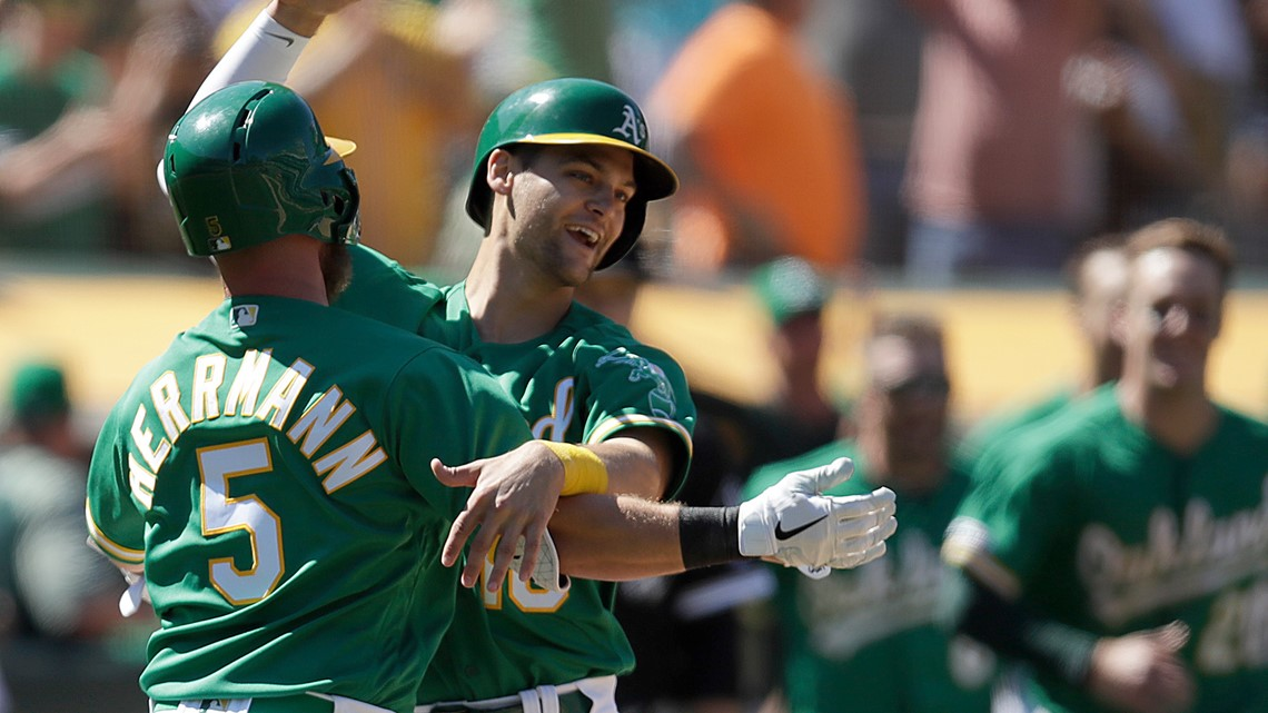A's turn 9th-inning throwing error into 3-2 win over Chisox