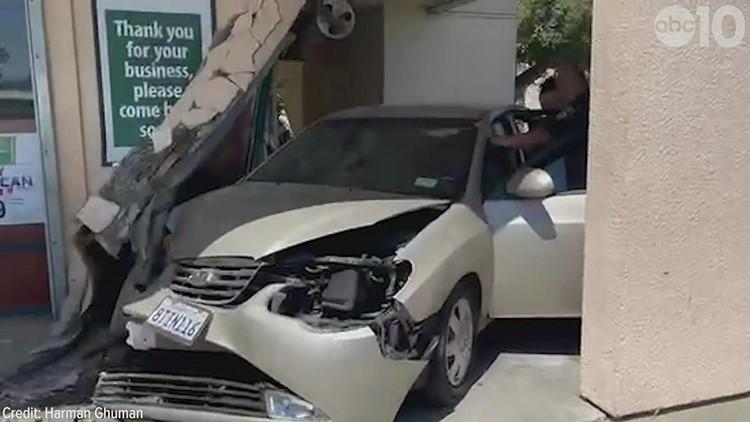 Car crashes into Lodi liquor store