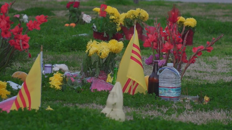 Man claims Lunar New Year flowers stolen from graves on Valentine's Day