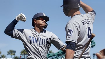 Machado hits go-ahead homer as Padres beat Giants 3-1
