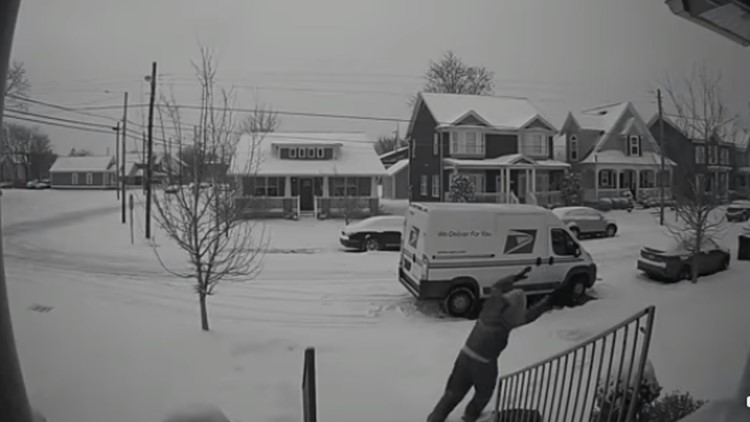 'Y'all look what I caught my mailman doing': Video shows mailman making snow angel in woman's yard
