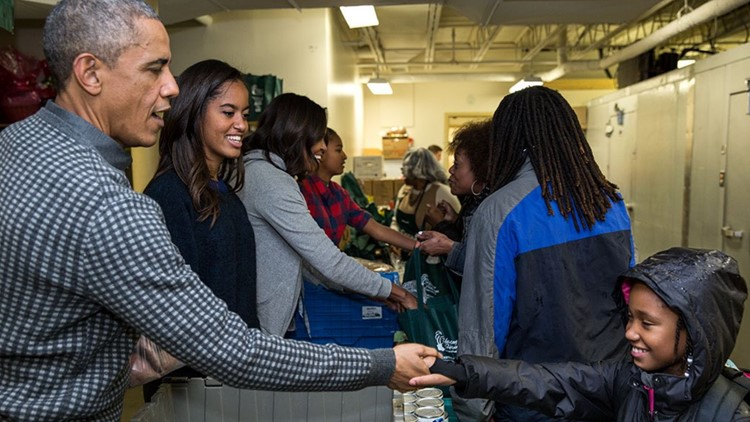 Obama family volunteering