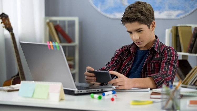 It may be difficult for kids to break pandemic screen time habits