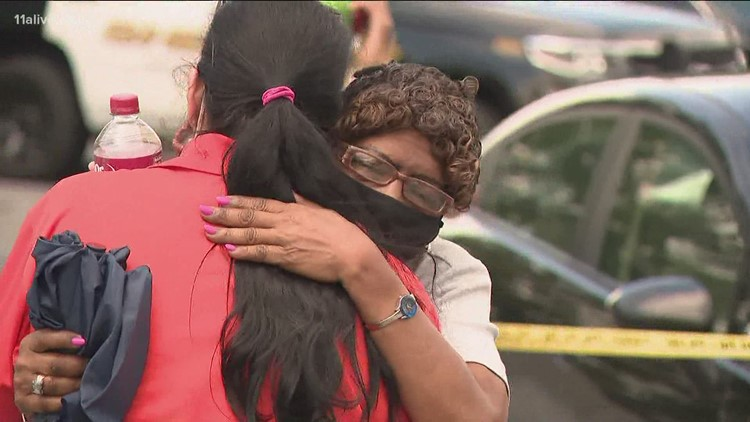 Store owner: Customer shoots, kills cashier who asked him to pull up his face mask